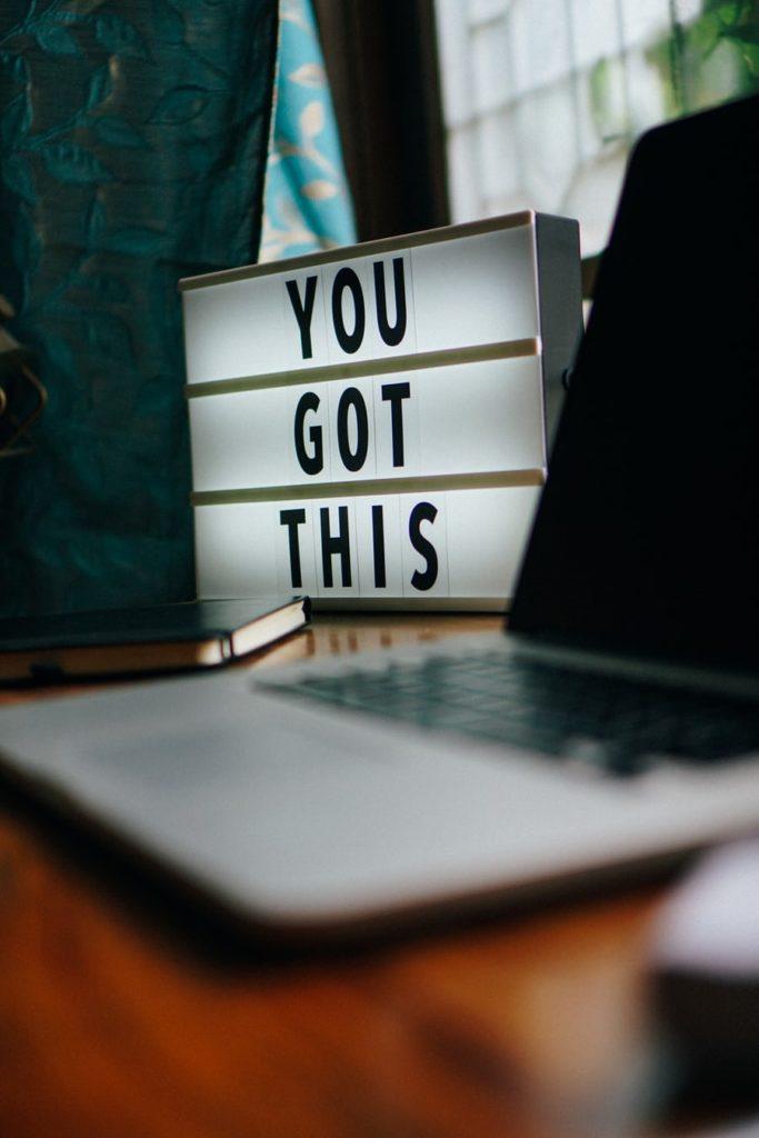 Petit tableau avec un texte de motive 'you got this'